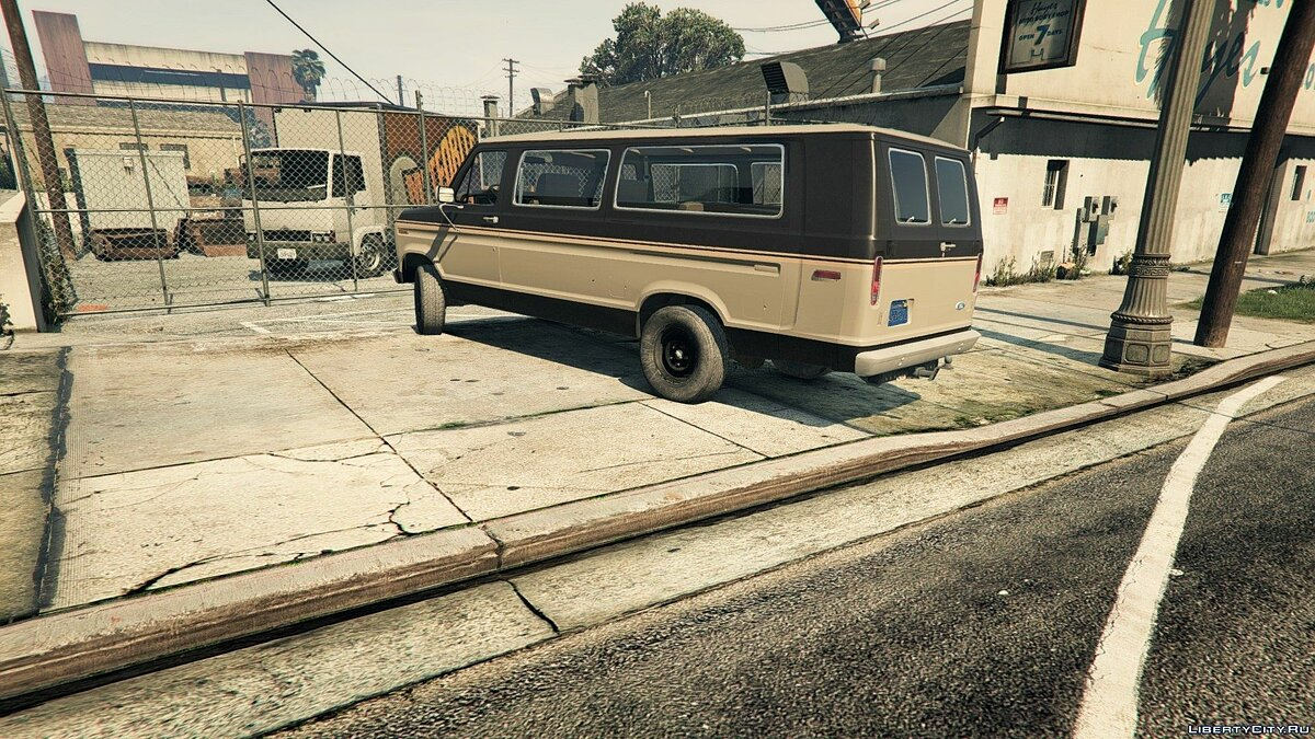 1982 Ford Ecoline Club Wagon E-350 XLT для GTA 5 - скриншот #8