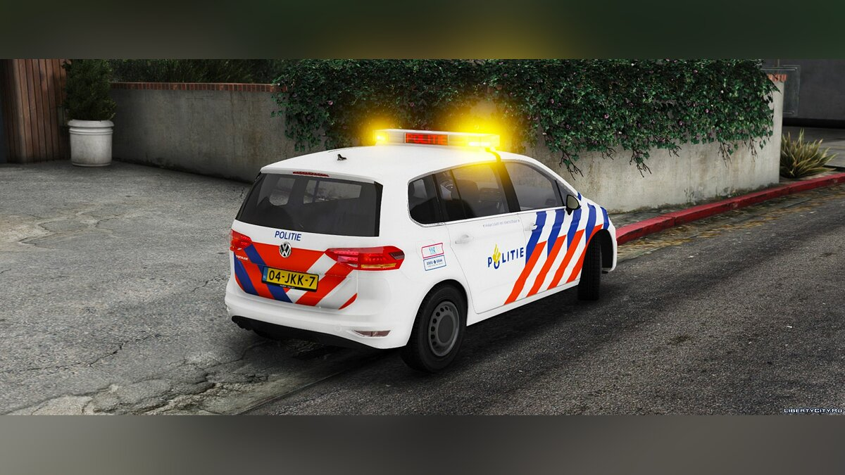 Volkswagen Touran Dutch Police [ELS] 0.2 [BETA] для GTA 5 - скриншот #3