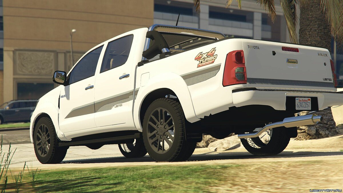 2015 Toyota Hilux Limited Edition 2.0 для GTA 5 - скриншот #4