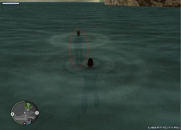 Спокойно стоит в воде