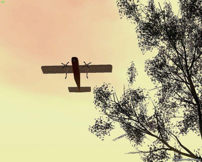 Дерево на фоне взлетающего самолета