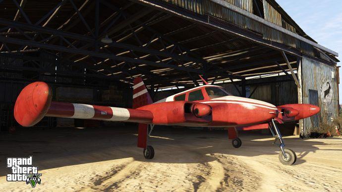 Тревор стартует из гаража на самолете
