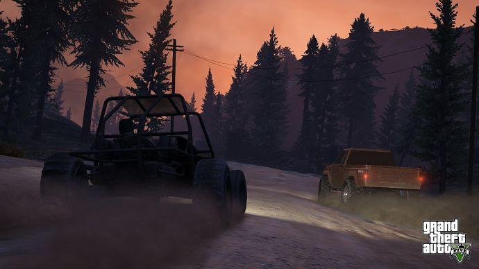 Тревор гоняет на багги по лесным дорогам