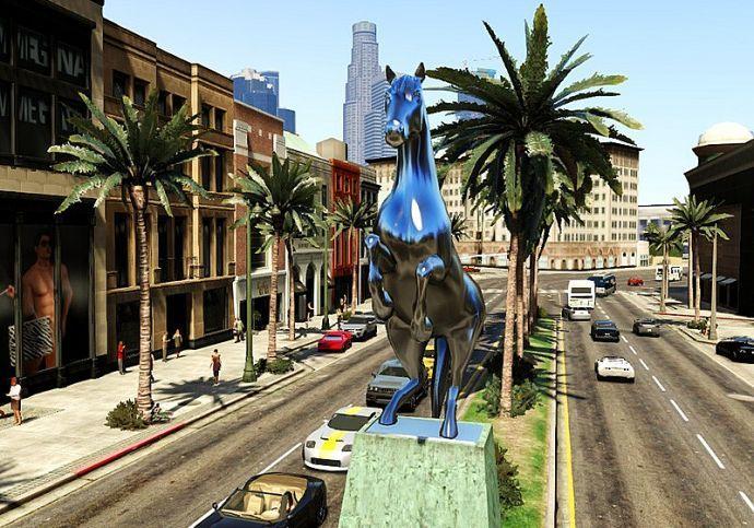 Статуя блестящей лошади