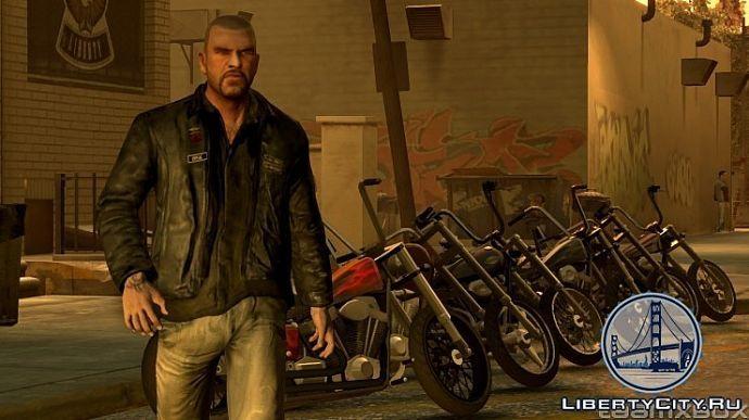 Джонни на фоне мотоциклов