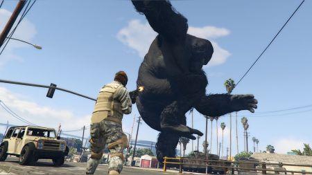 Кинг-Конг крушит Лос-Сантос — фанат добавил гигантскую обезьяну в GTA 5